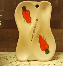Vintage Double Spoon Carrot Design Spoon Rest // Retro Kitchen ware - $10.50