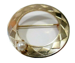 """Vintage  Gold Tone & Faux Pearl Open Circle Wreath Brooch Pin 1.25"""" Argyle - $9.50"""
