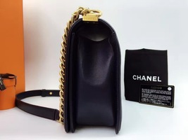 AUTHENTIC CHANEL Black  Quilted Lambskin NEW Medium Boy Flap Bag GHW image 3