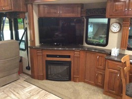 2017 Fleetwood Discovery 37R for sale by Owner - Sullivan , IL image 10