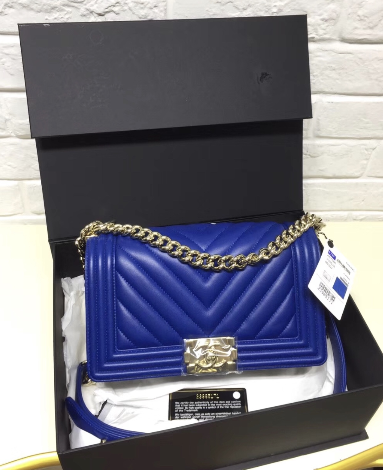 AUTH NEW CHANEL ELECTRIC BLUE CHEVRON QUIILTED MEDIUM BOY FLAP BAG SHW