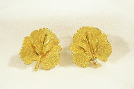 BSK GOLD PLATE VEINED LEAF LEAVES CLIP EARRING WONDERFUL CLASSIC VINTAGE... - $12.86