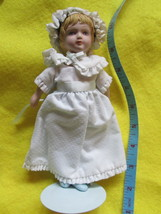 VINTAGE  AVON VICTORIAN COLLECTOR DOLL 1985 NEW, NO BOX. - $9.89