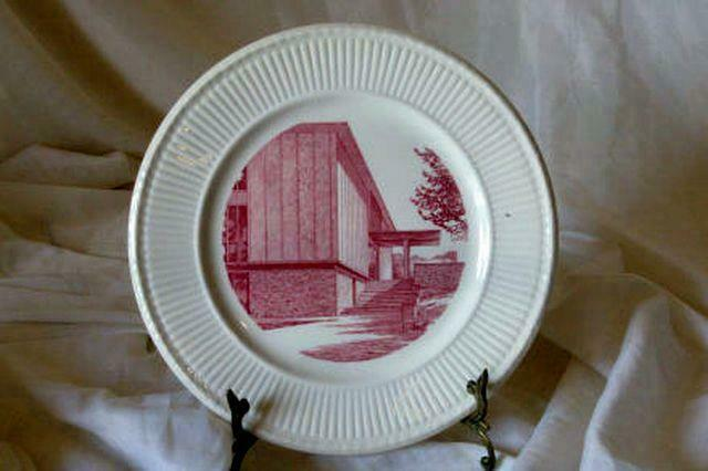 Wedgwood Beaver College Eugenia Fuller Atwood Library Dinner Plate - $14.39