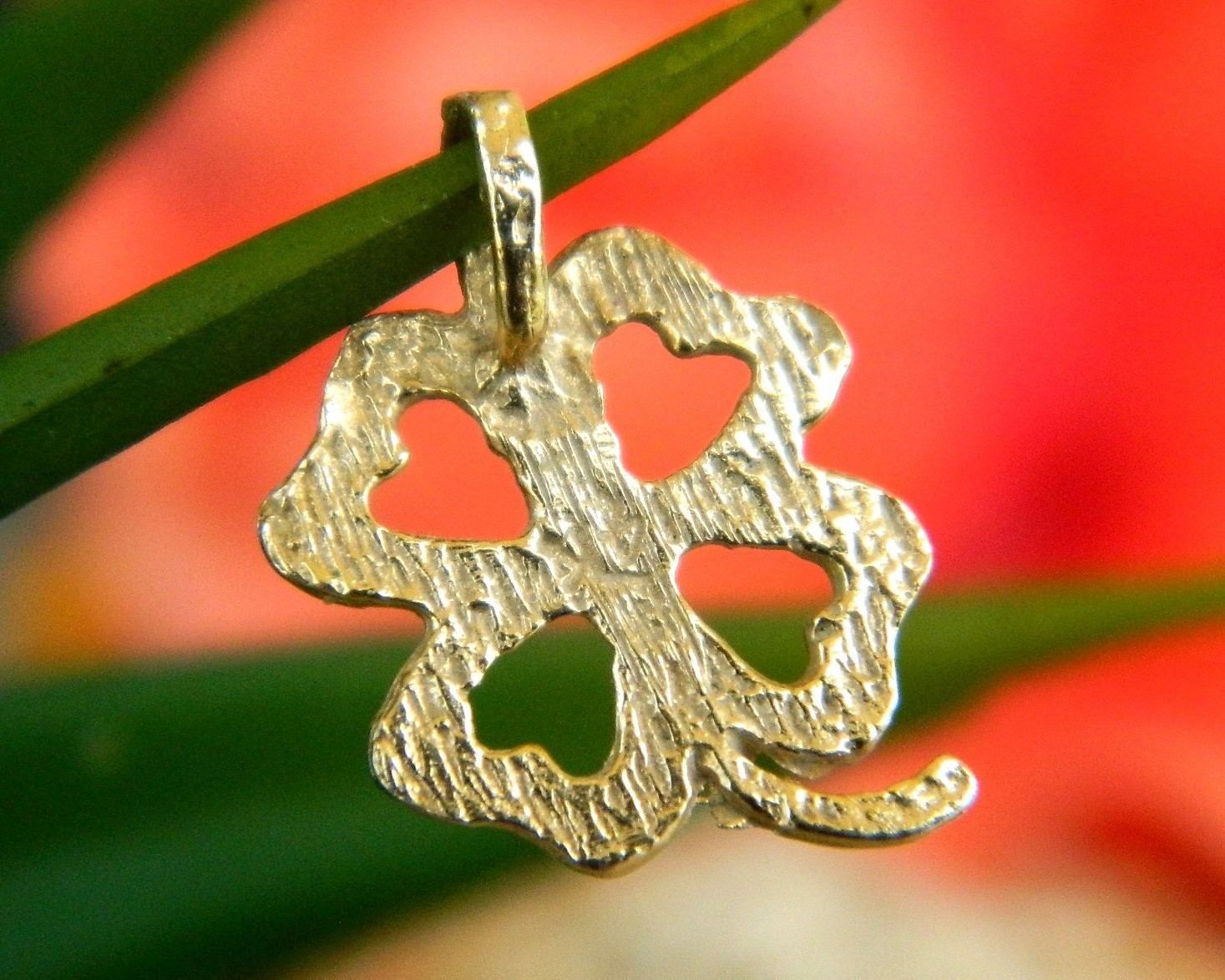 Vintage 14K Yellow Gold 4 Leaf Clover Diamond Cut Lucky Pendant Charm
