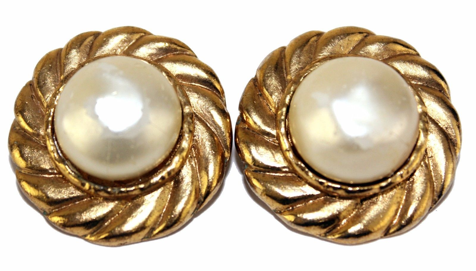 e24a950e713 100% Auth CHANEL Gold Tone Clip-on Earring Ear Ring with Pearl France  Vintage - £174.34 GBP · Advanced search for Chanel Brooch