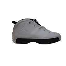 NIKE AIR JORDAN 18.5 (GS) WHITE/BLACK KIDS SIZE 6Y (306891 101) - $127.71
