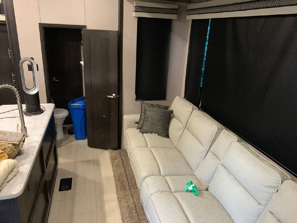 2019 FOREST RIVER XLR THUNDERBOLT 422AMP For Sale In moscow, PA 18444