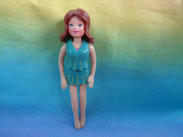 Polly Pocket Mattel Girl Doll Reddish Brown Molded Hair Aqua Outfit - $2.23