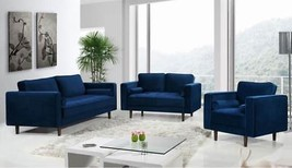Meridian Furniture Emily Modern Navy Blue Velvet Wooden Legs Sofa Set 3Pcs  - $44.861,79 MXN
