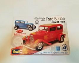 Revell '32 Ford Sedan Street Rod V8 Deuce 2'n1  Kit 1:25 85-2062 NEW in ... - $49.50