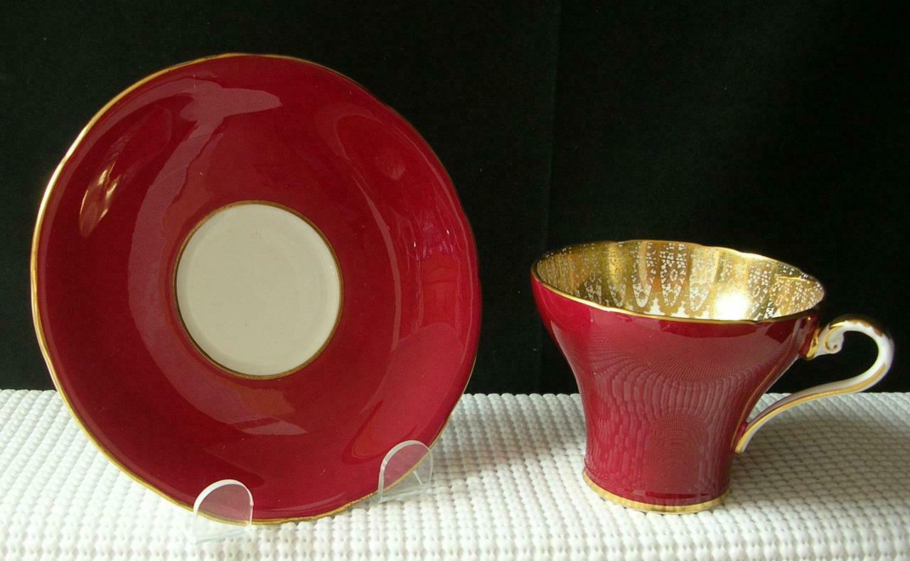 Vintage RED Aynsley FLAT TEA CUP & SAUCER Gold Filigree #1713 China England EUC
