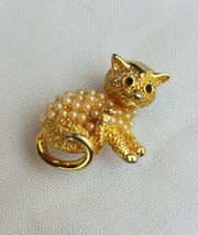 Vintage gold tone cat faux pearl brooch - $20.79