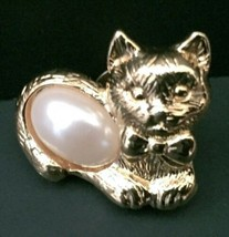 Vtg Avon Cat Pin Brooch Pearlesque Middle Golden Gold Tone Kitty With Bow Tie - $13.85