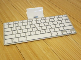 Apple iPad Keyboard Dock A1359 30 pin Accessory Lightly Used Docking Station - $23.02