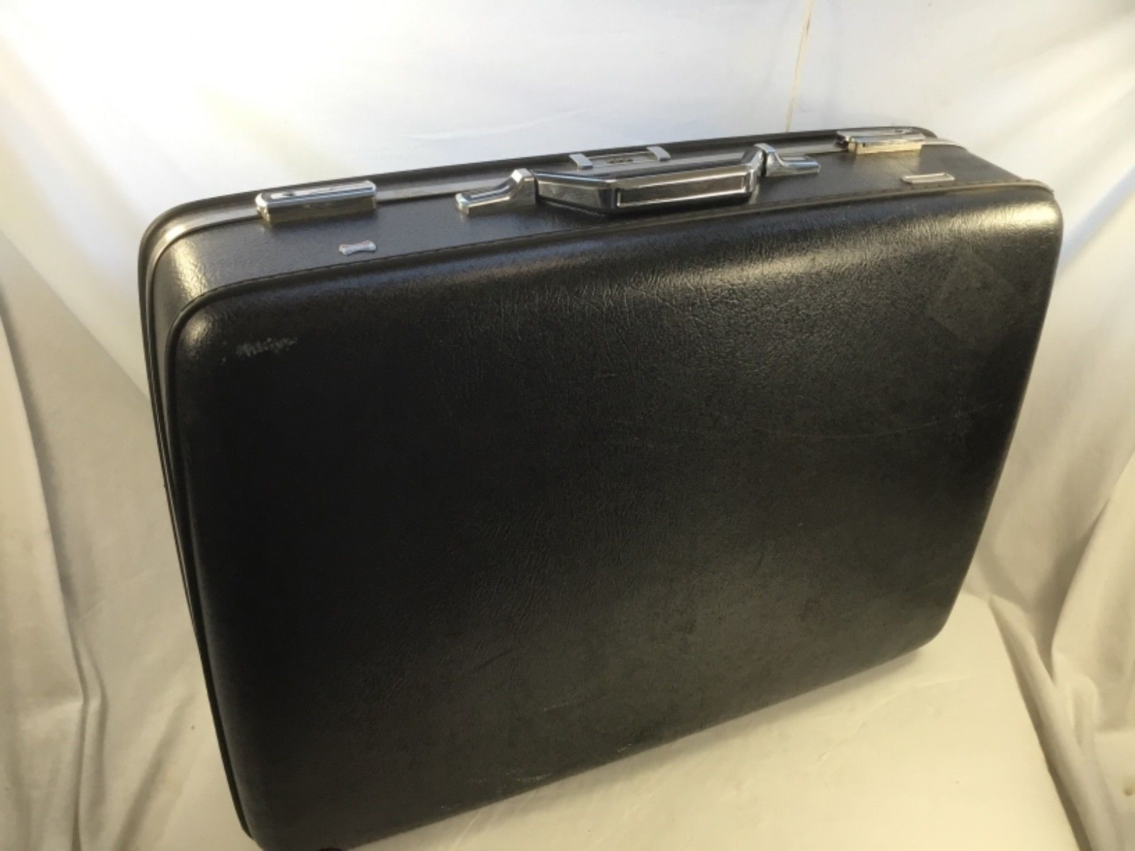 Vintage American Tourister Hard Shell Suitcase w/ combinationlock Black / Gray