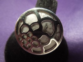 SILPADA Sterling Silver White Floral Medallion Modern Ring SIGNED Size 8 - $66.83