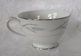 Tea Cup ROSE CHINA #2210 Serene Pattern Ivory Fine Bone Platinum Trim - €4,39 EUR
