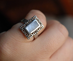 Mother of pearl ring, sterling silver shell ring, size 6 ring (R394) - $29.90