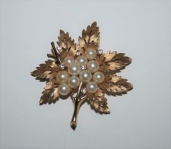 Crown Trifari Gold Tone Faux Pearl & Crystal Leaf Brooch  J356 - $38.00