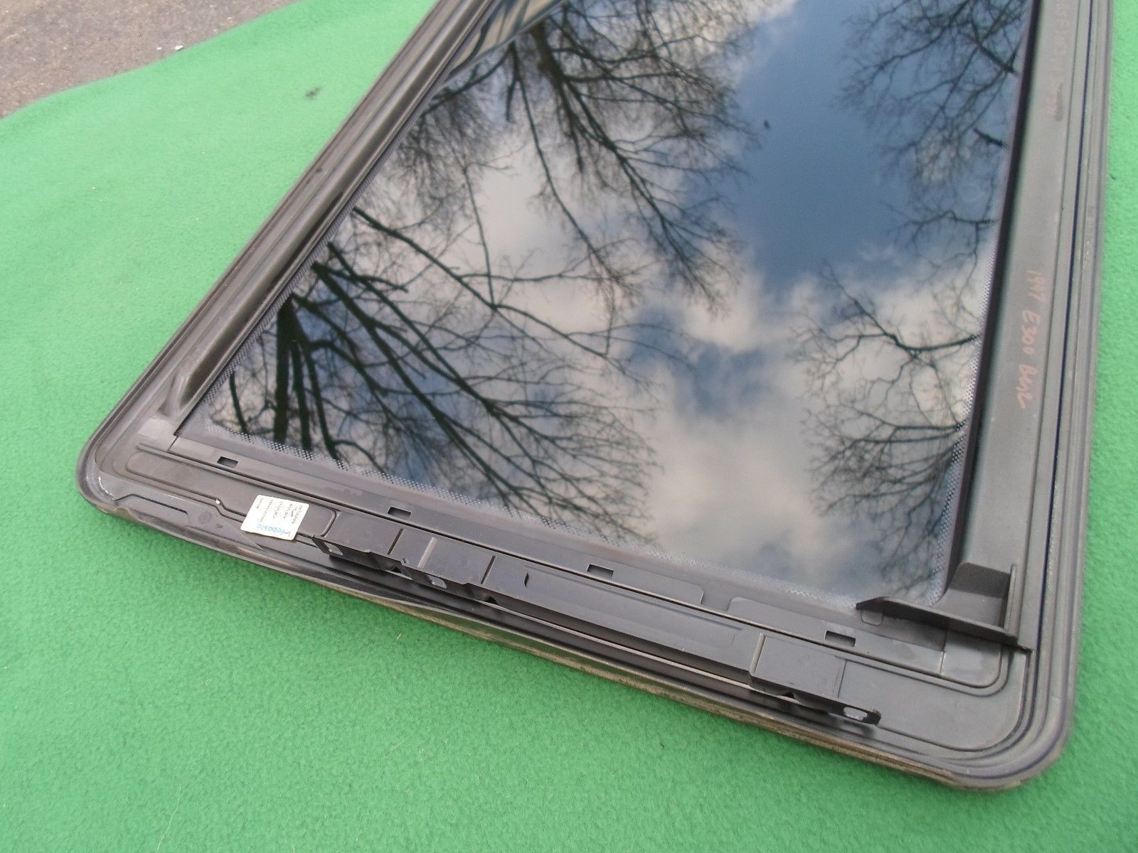 1999 MERCEDES BENZ E300 OEM YEAR SPECIFIC SUNROOF GLASS NO ACCIDENT FREE SHIP