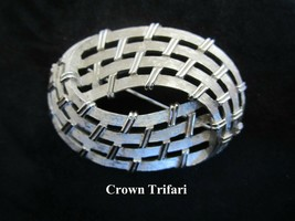 1960's Crown TRIFARI Brushed Silver Tone Oval Basket Weave Brooch Pin - $17.81