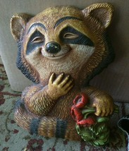 "1977 HOMCO Raccoon Holding Flowers Hanging Wall Plaque 10"" USA Plastic - $23.38"