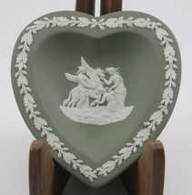 Vintage green & white Wedgewood Jasperware heart bowl with pegasus and l... - $12.99