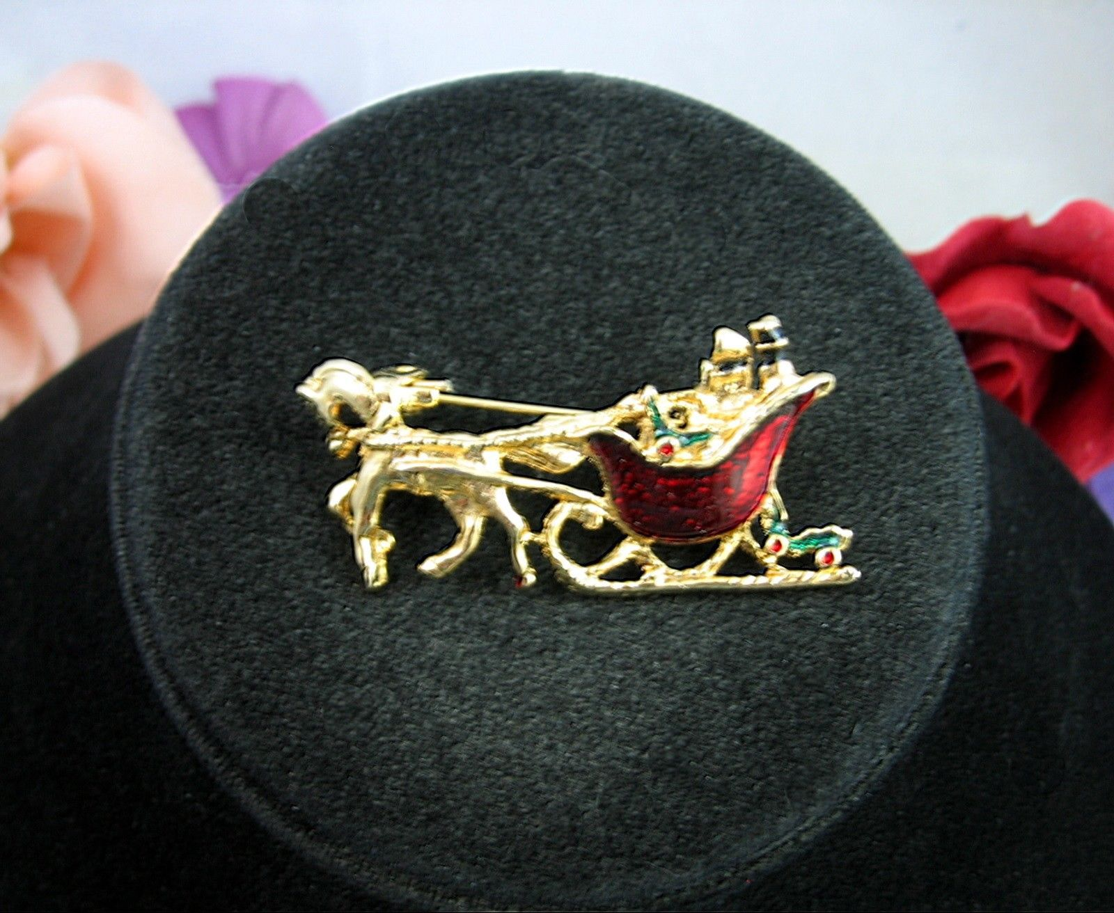 HORSE DRAWN SLEIGH Vintage CHRISTMAS PIN Red Enamel Presents Holly Goldtone 1.75