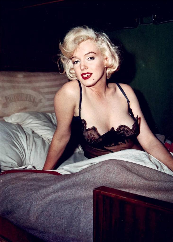 Marilyn Monroe in bed Some Like It Hot in negligee 4 x 6 photo reprint