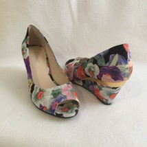 """Nine West Peep Toe Wedge Shoes Sz 7.5M Shockmode Floral Fabric Gold Accent 2.5"""" - $27.72"""
