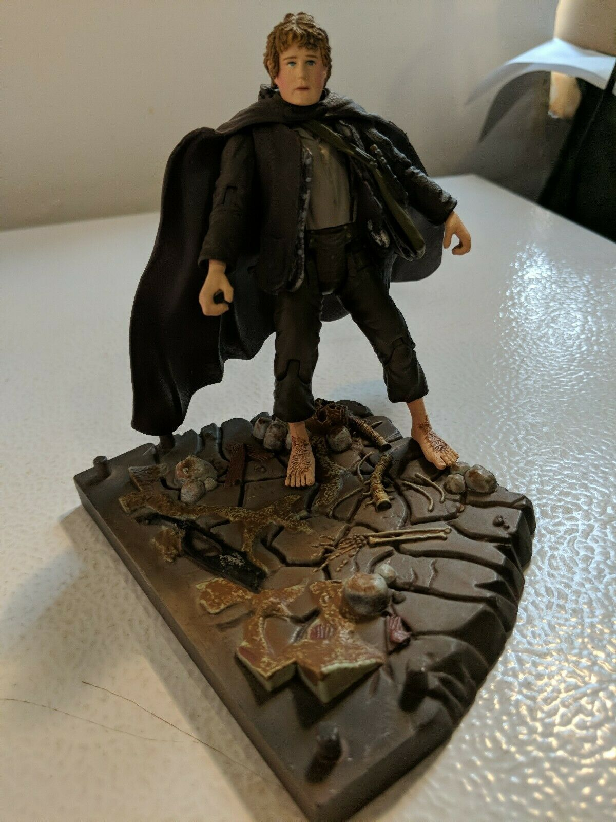 The Lord of the Rings Samwise Gamgee w/base Mt Doom & accessories 2001 Marvel