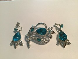Vintage Aqua Blue Rhinestone Flower Leaf Brooch Drop Screw Back Earrings - $17.82