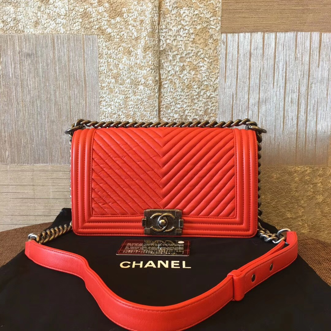 0e29c473451e AUTHENTIC CHANEL RED LEATHER CHEVRON QUILTED MEDIUM BOY FLAP BAG RHW ...