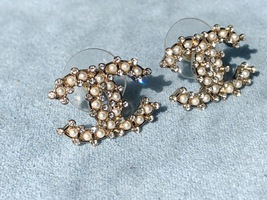 AUTHENTIC CHANEL LARGE CRYSTAL PEARL CC LOGO RHINESTONE EARRINGS GOLD image 4
