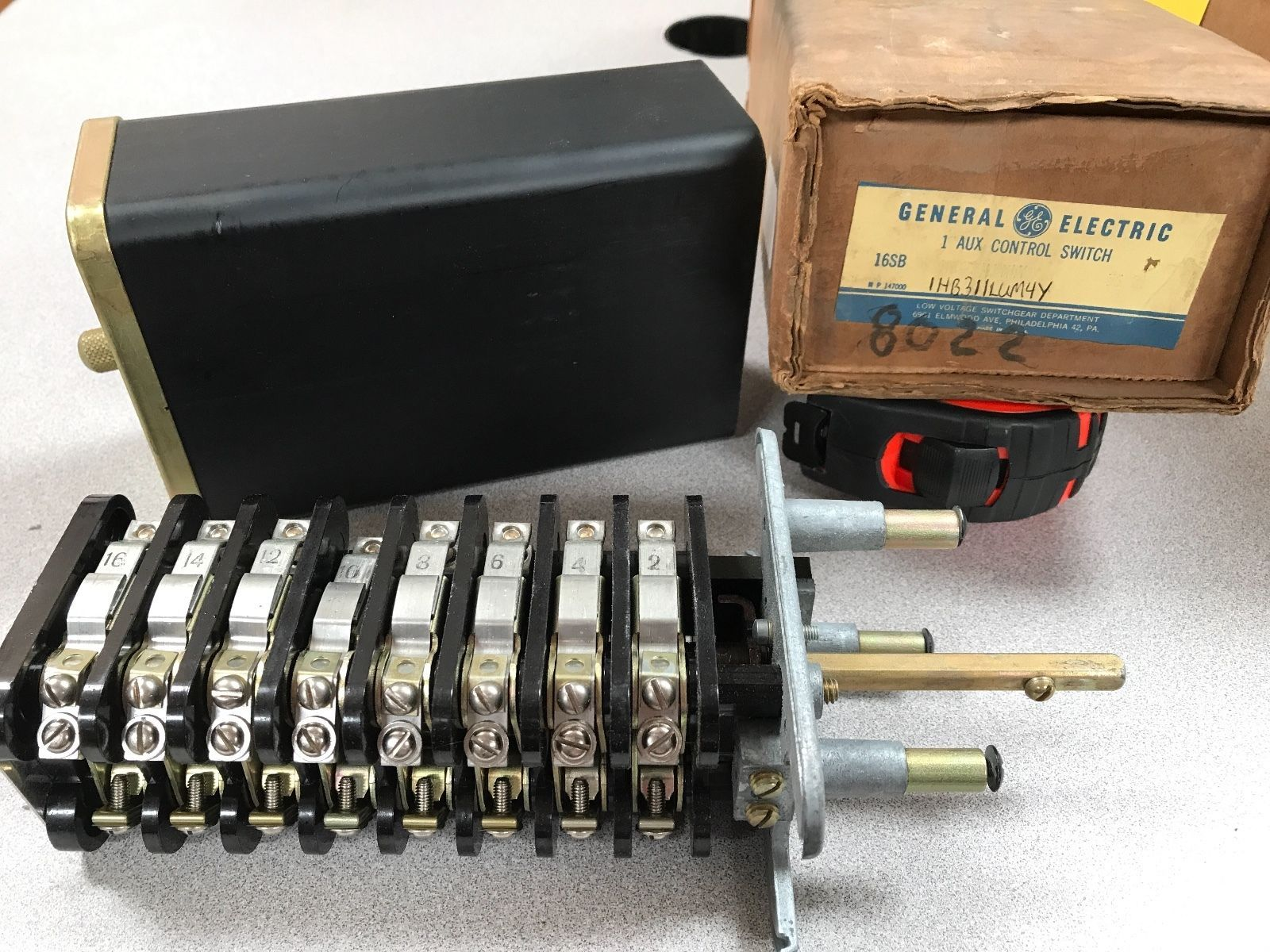 Primary image for General Electric GE Type SB-1 Aux Control Switch 16SB - 1HB311LUM4Y 3 positions