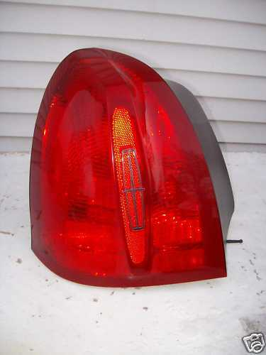 2002 2001 2000 LINCOLN TOWNCAR LEFT TAILLIGHT OEM USED