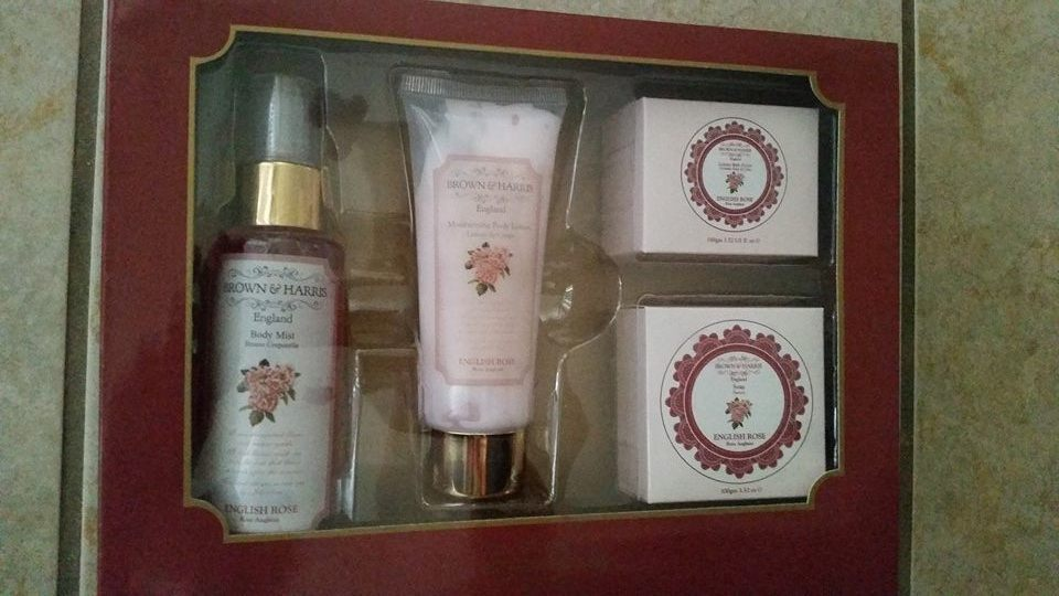 Brown & Harris England 4 Piece Gift Set English Rose Scent - Rare