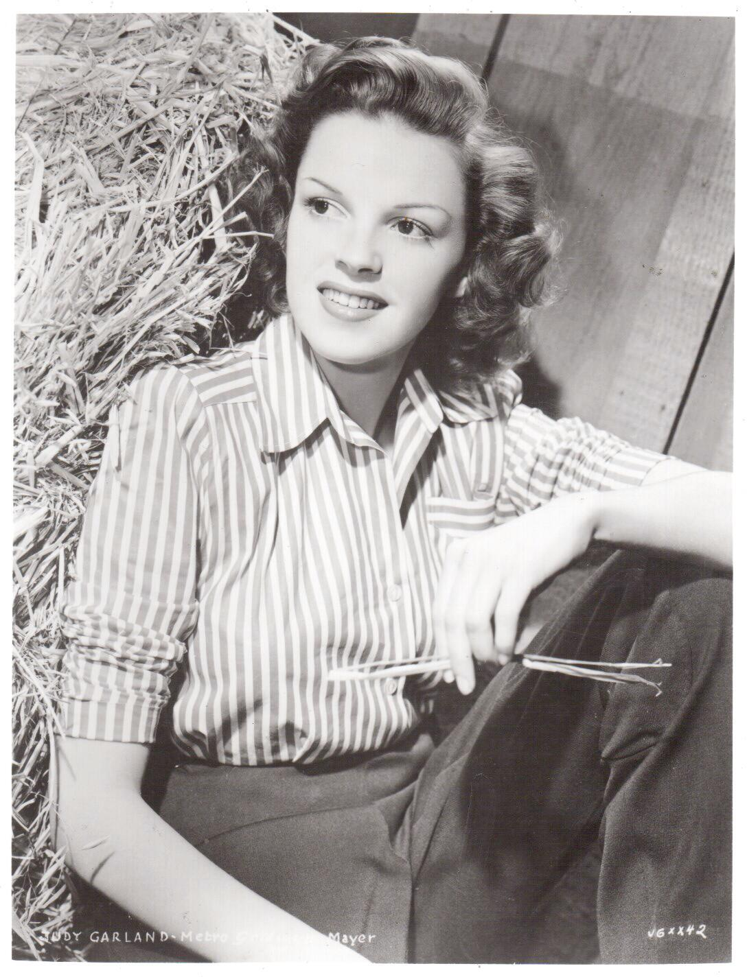 Judy Garland Hay Vintage 8X10 BW Movie Memorabilia Photo