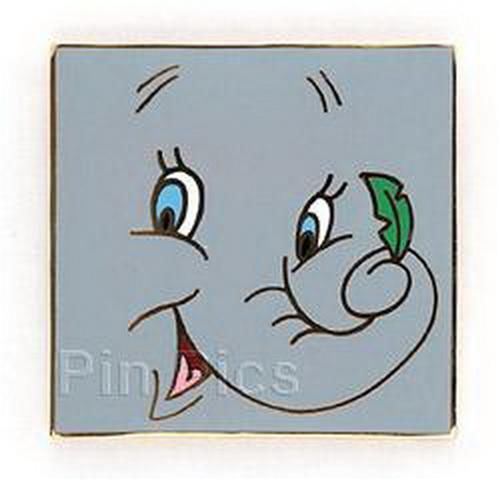 Disney DUMBO with feather LE Auction on original card Pin/Pins