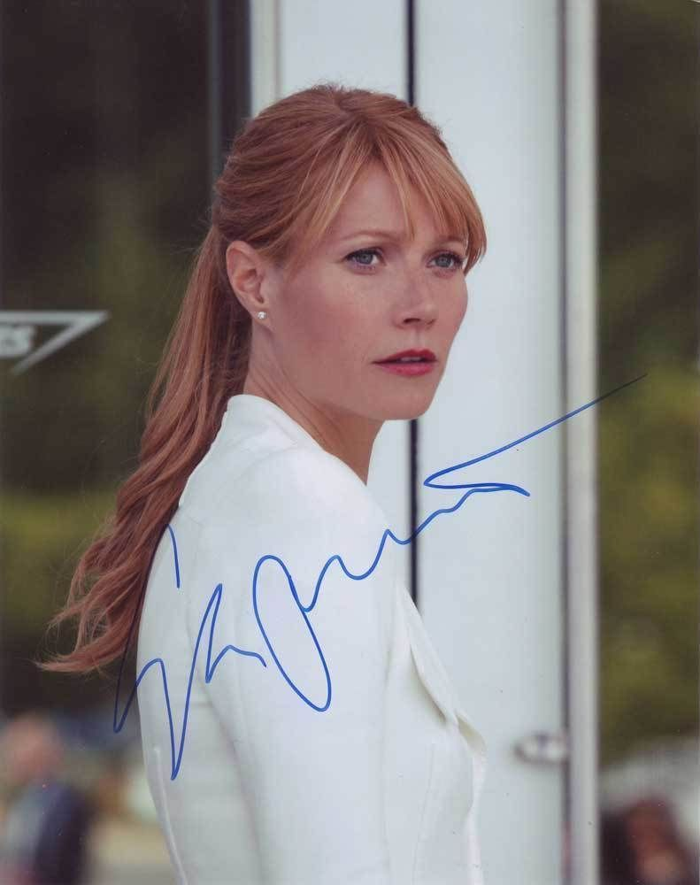 Gwyneth Paltrow In-person AUTHENTIC Autographed Photo COA SHA #20135