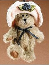 "Boyds Bears ""Peachie"" #562477-  3.5"" Bear Ornament- NWT- 2005-Retired"
