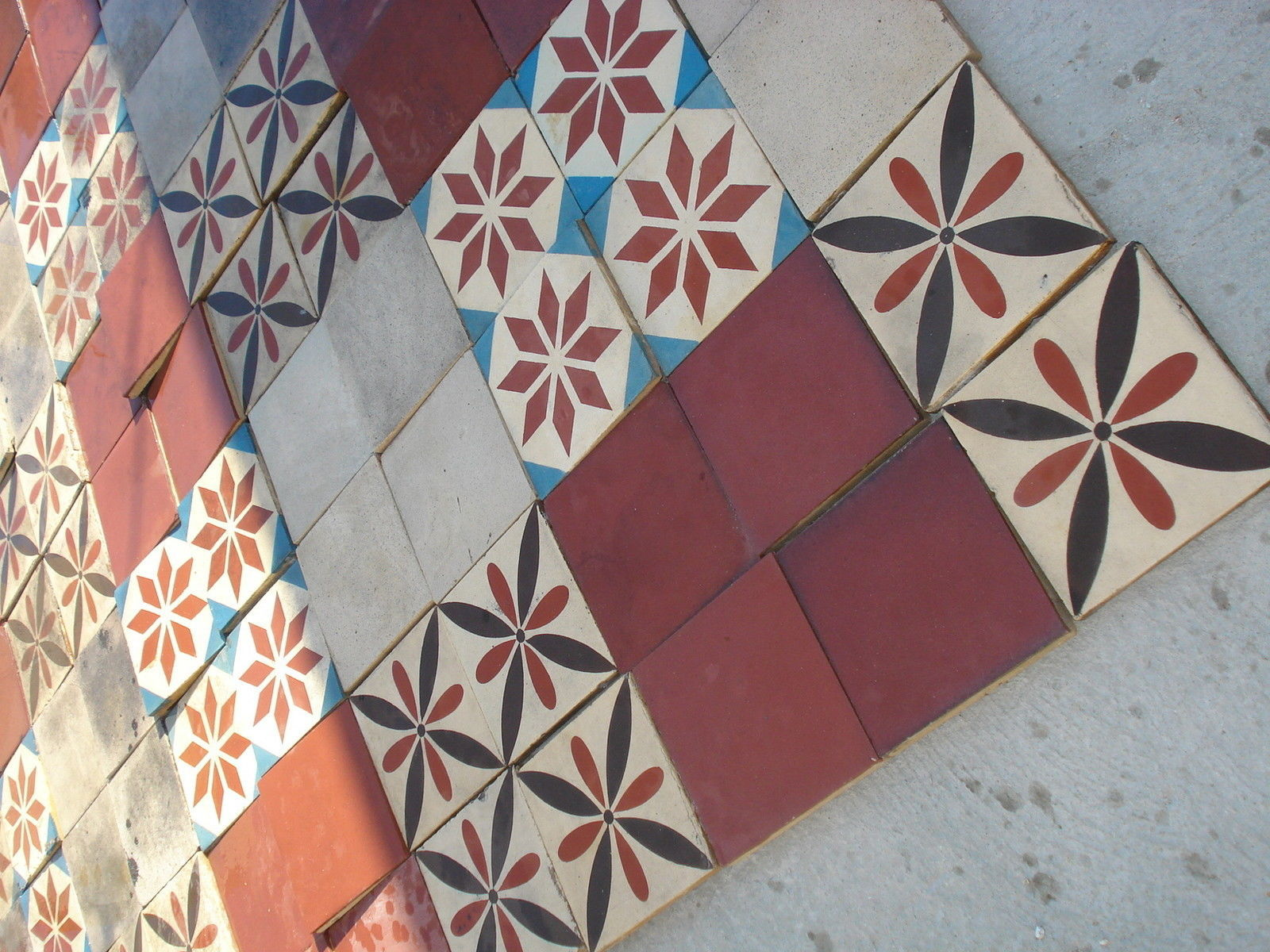 Reclaimed salvaged antique ca1900 colorfull Encaustic 430 tile floor 115 sqr ft