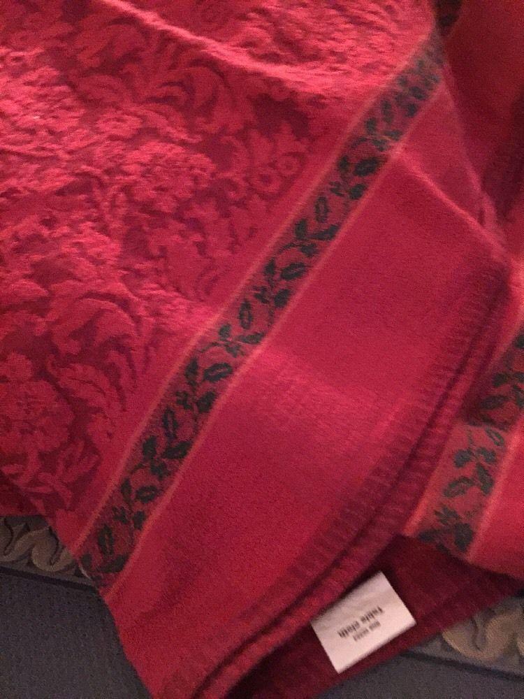 """Jaquard Tablecloth Grandmas Estate 76"""" X 55"""" Tablecloth"""