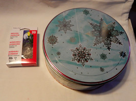 """Christmas Gift Tin Round Food Container 8"""" 20ea Lites Up Suction Cup Cli... - $4.94"""
