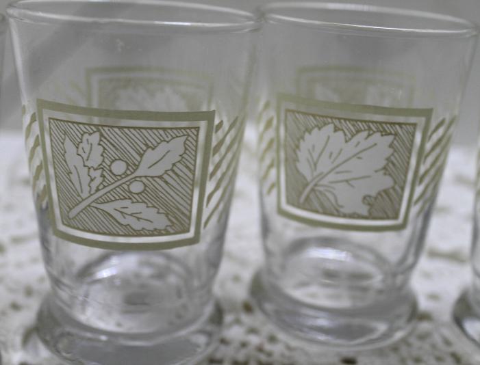 Set of Five Vintage LIBBEY White Oak/Holly Berry Leaf Design Juice Glasses
