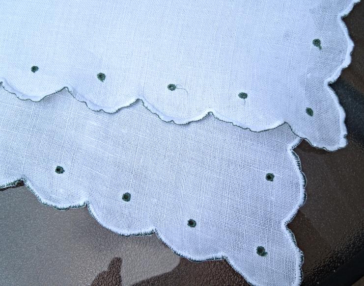 Vintage Runner White W/ Green Embroidered Eyelet Design-Embroidered Edge  #4499