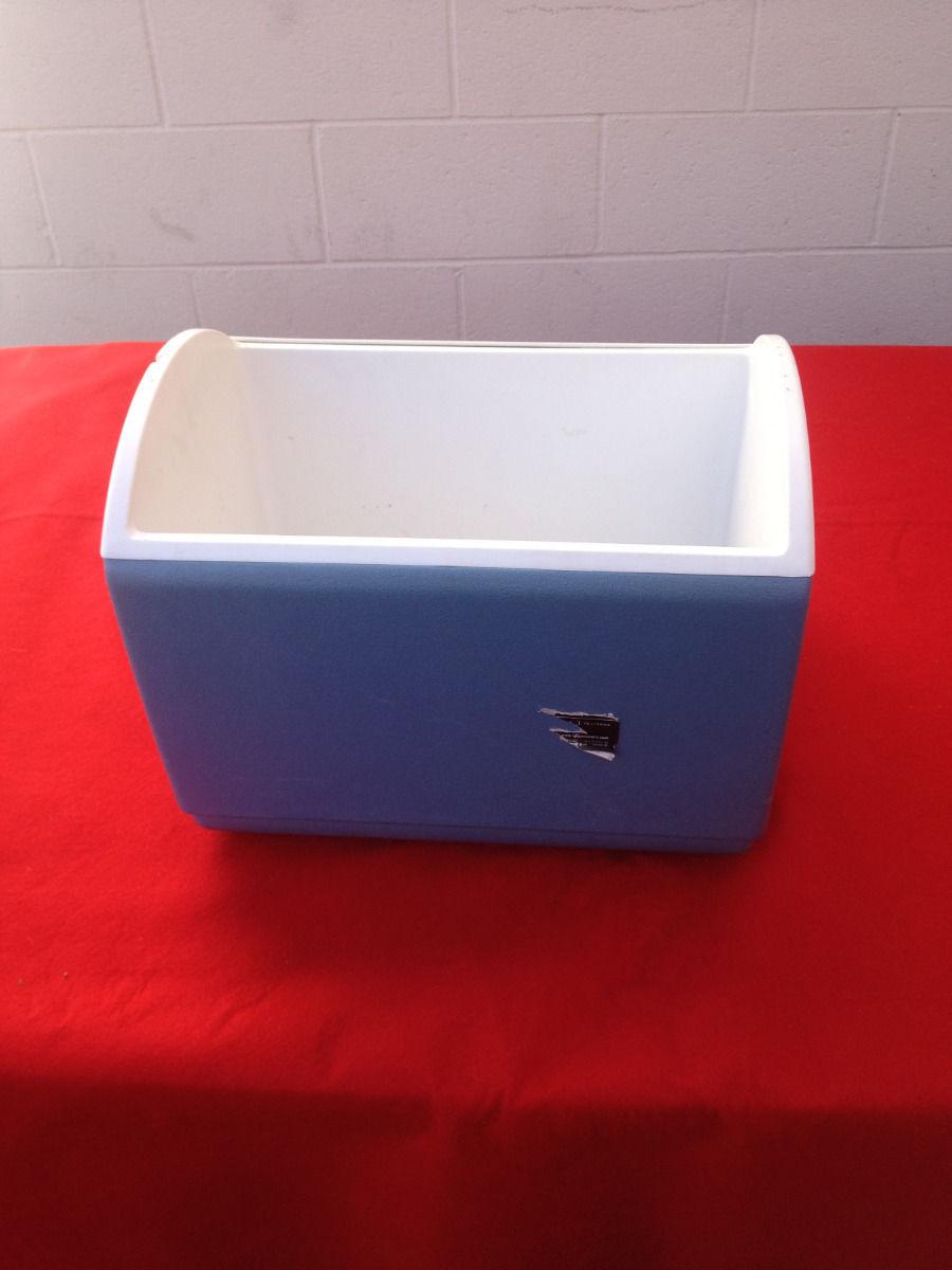 Vintage igloo playmate cooler light blue white very - Igloo vintage ...