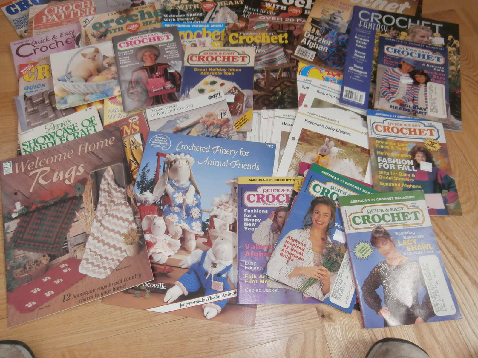 A~Med Flat Rate Box of Crochet Magazines/Leaflets etc. C Pictures