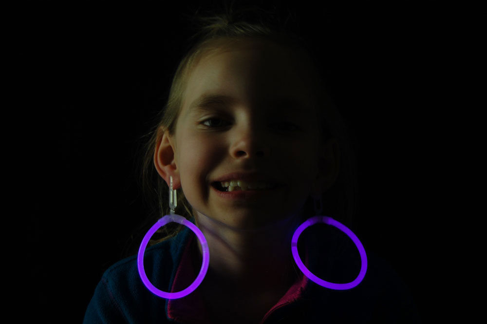 Glow purple hoop earrings2